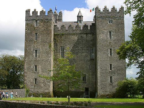 Bunratty Castle, besieged and taken by the Irish Confederates from an English Parliamentarian force in 1646. One of a string of Confederate victories in that year Bunrattybig.jpg