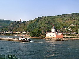 Kaub, with the castles Pfalzgrafenstein and Gutenfels