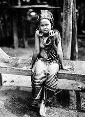 File:COLLECTIE TROPENMUSEUM Een meisje van de Bahau-Dajaks
