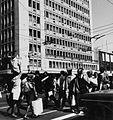 COLLECTIE TROPENMUSEUM Oversteekplaats op Tenth Avenue in Johannesburg TMnr 20014809.jpg