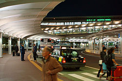 Carriage porch of the Narita Airport terminal.jpg