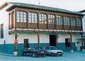 Casa con balcón de madera en Valdemoro.jpg