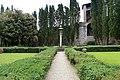 Casagrande dei serristori, giardino, colonna con la croce 02,1.jpg