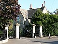 Cemetery lodge and gates, Queen's Road - geograph.org.uk - 1574721.jpg