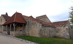 Chareil-Cintrat - Vestiges de la vieille église.jpg
