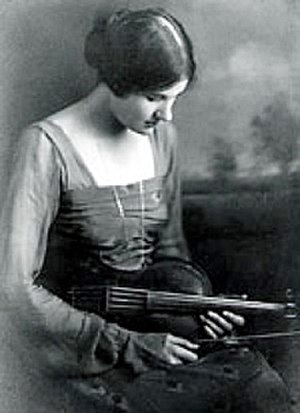 Rebecca Clarke (composer) - Clarke with viola in 1919