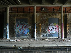 Clifton Down railway station graffiti 1.jpg