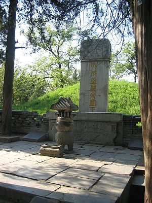 Qufu - Tomb of Confucius