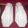 Copies of the hands of Imre Kálmán in gypsum.jpg