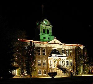 Courthouse - Image: Crook County Courthouse Christmas lights Prineville Oregon