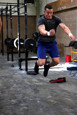 CrossFit Marine 'throws down' while training for a SoCal CrossFit competition 131206-M-OB827-044