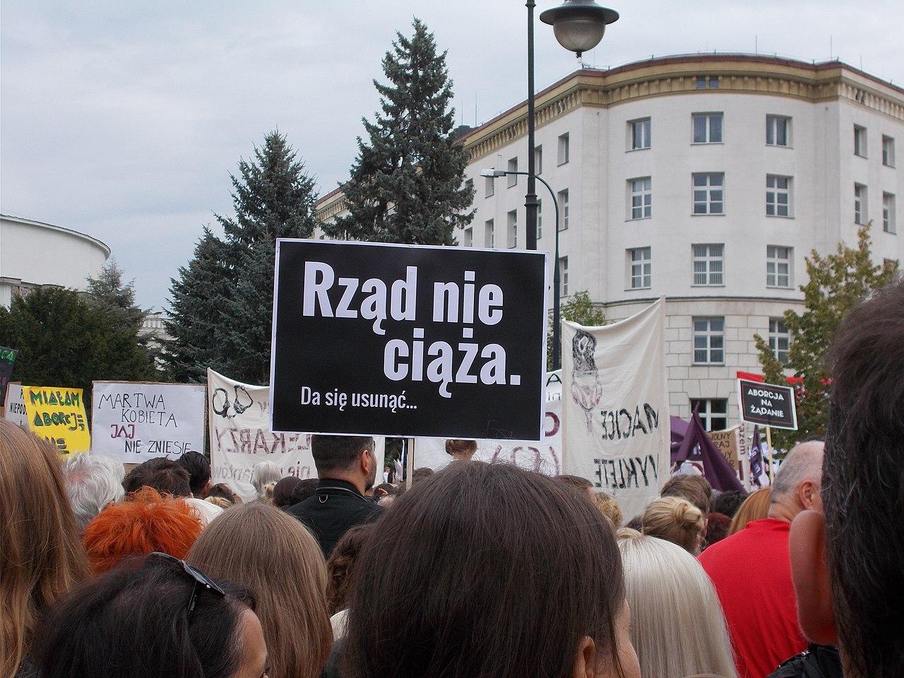 Czarny protest inicjatywy Ratujmy Kobiety 2016 10 01 w Warszawie 12.jpg