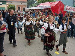 Défilé folklorique à Guča.jpg