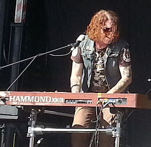 Dizzy Reed - Reed playing with The Dead Daisies in 2013.