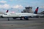 Delta N686DA Boeing 757-200 ATL August 2014 (40207555900).jpg