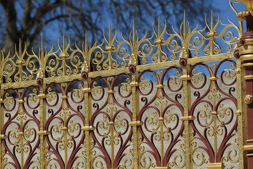 Detail of railings at the Albert Memorial in London, spring 2013 (4)