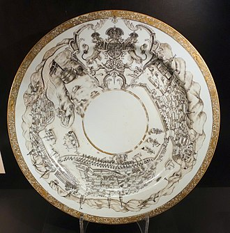 1733 in Sweden - Dish with Stockholm scenes and Sweden's national coat of arms, China, Qing dynasty, Qianlong period, c. 1730 AD, porcelain - Östasiatiska museet, Stockholm - DSC09508