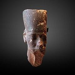 Djedefrê portant la couronne de Basse Égypte