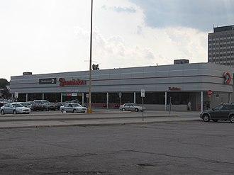 Dominion (supermarket) - Exterior of a typical Dominion store (at Don Mills Centre in Don Mills, Toronto, Ontario), prior to re-branding as Metro in late 2008
