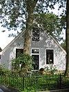 Driebeukig houten huis