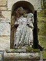 Draize (Ardenens) Église Sainte-Anne, façade, statue mutilée.JPG