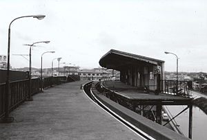Ōfuna Station - Yokohama Dreamland Monorail platforms in June 1984