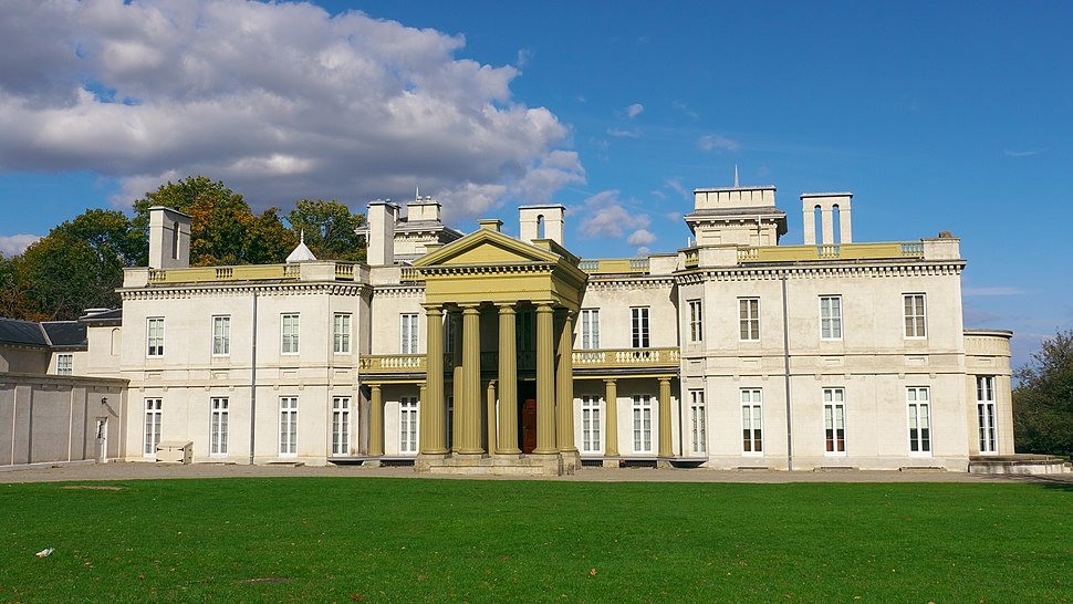 Dundurn Castle in the Summer