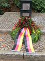 Ehrenfriedhof-cap-arcona-scharbeutz-haffkrug-kranz-gemeinde-scharbeutz.JPG