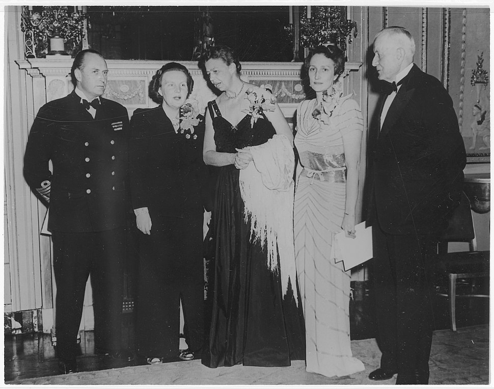 Eleanor Roosevelt and the Royal Family of Norway with Princess Juliana of the Netherlands and Thomas Watson - NARA - 195657