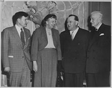 Eleanor Roosevelt with David Rockefeller,Trygvie Lie, and Thomas J.Watson - NARA - 195929.jpg