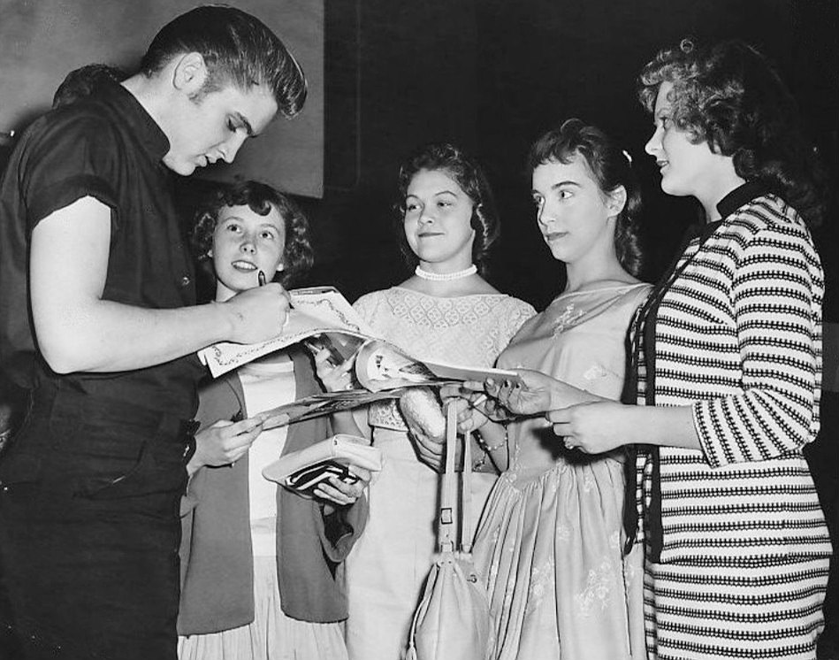 Elvis signs autographs in Minneapolis 1956