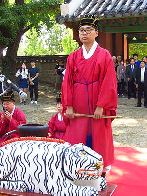 Eo (instrument) - Eo, a percussion traditional Korean court and ritual instrument