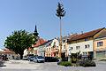 Ernstbrunn Hauptplatz Maibaum.jpg