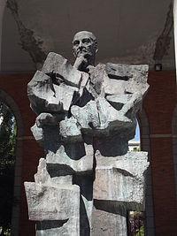 Escultura de Largo Caballero, Nuevos Ministerios, Madrid.JPG