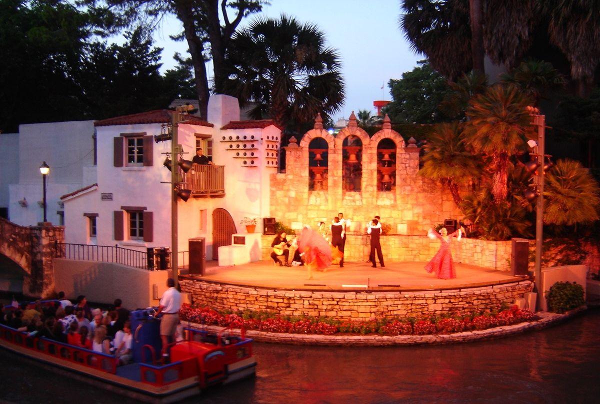 Fiesta Noche del Rio 2007.JPG