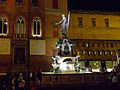 Fontana del Nettuno (Bologna) - night view 2.JPG