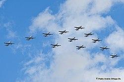Formación de A-29B Súper Tucano (elemento de adelante) - Bicentenario Independencia de Colombia 2010 (4824927859).jpg