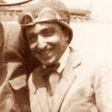 Fortunato Depero, nel 1922, in occasione del lancio di volantini per reclamizzare l'esposizione di Torino