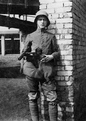 MP 18 - A German soldier with an MP 18 in Northern France, 1918