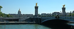 El Puente Alejandro III con Los Inválidos al fondo.