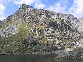 Blick vom Furglersee zum Gipfel des Furglers