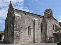 Genouillé, l'église.jpg