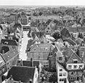 Gezicht vanaf de omgang van de Oostkerk in zuidelijke richting; op de voorgrond de Schuitvlotstraat - Middelburg - 20154164 - RCE.jpg
