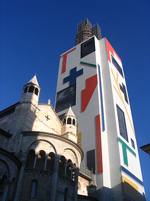 Torre della Ghirlandina - The Torre della Ghirlandina in February 2008.
