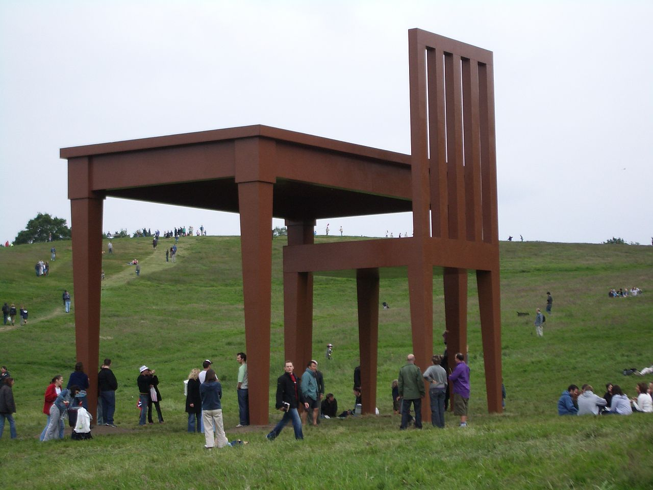 File Giancarlo Neri table and chair Wikimedia mons