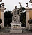 Giardini di villa medici, statua dea roma 03.JPG
