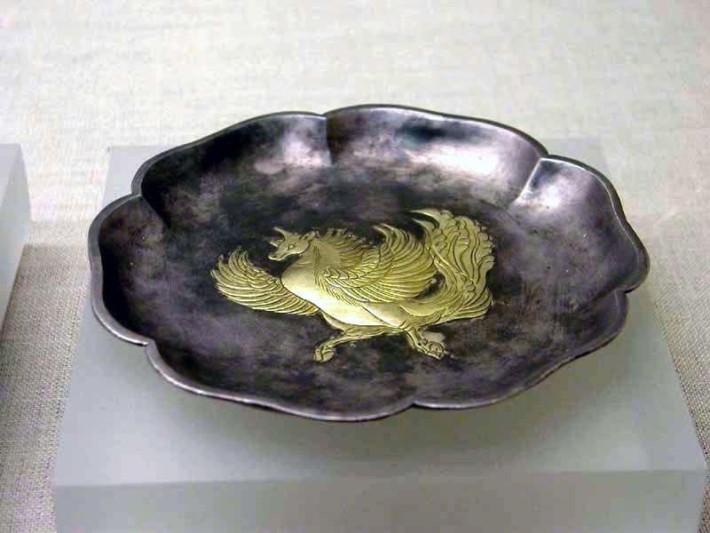 Gilt hexagonal silver plate with a feilian beast pattern