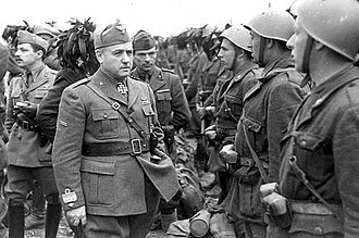 Giovanni Messe - Giovanni Messe inspecting his troops in Russia