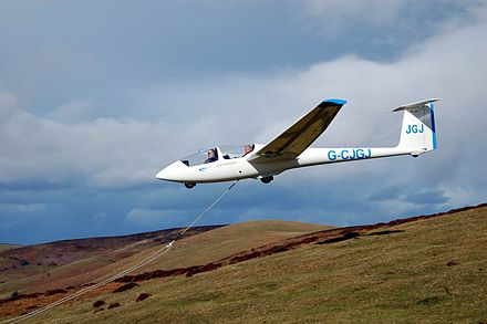 A bungee launch at the Long Mynd by the Midland Gliding Club Glider bungee launch.JPG