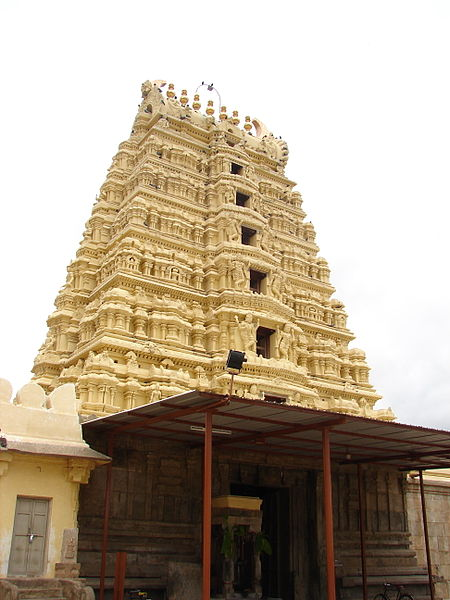 File:Gopura (main tower) of Saumyakeshava temple at Nagamangala.jpg